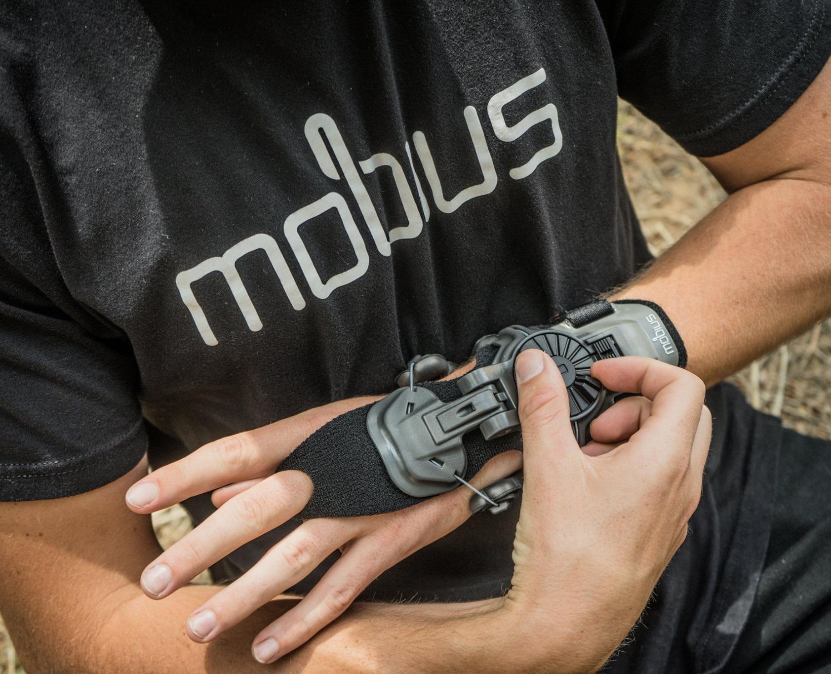 attelle Mobius X8
