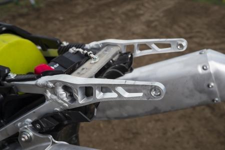 Comme le cadre, la boucle arrière est identique à celle de la 450.